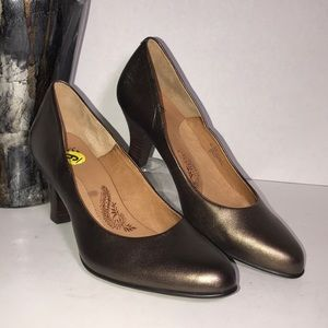 Sofft bronze metallic pumps